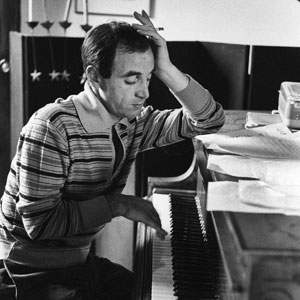Charles Aznavour au piano