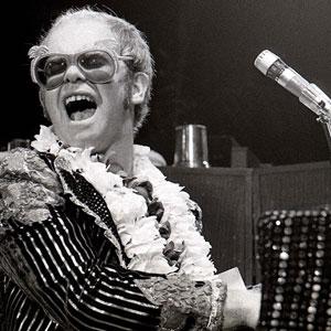 Elton John au piano