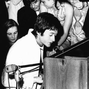 Michel Polnareff au piano